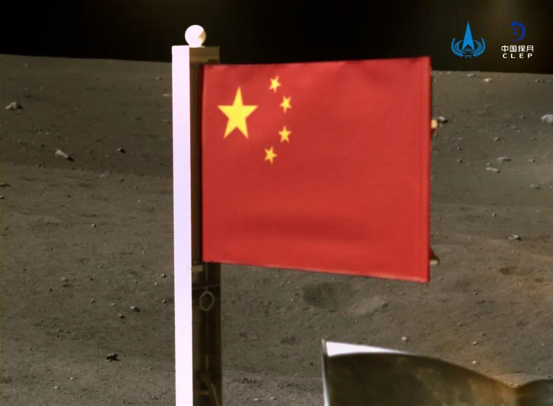 「五星红旗第一次」历史性画面!五星红旗第一次月表动态展示