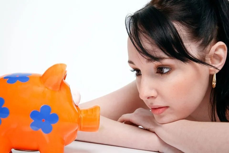 「相见恨晚的说说」为什么缺钱的总是我?教你几招理财秘诀,相见恨晚!
