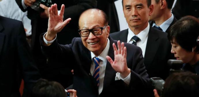 「李嘉诚对香港的态度」李嘉诚眼光真毒:只花3亿,就砸出两个诺贝尔奖,捐赠被指出有私心