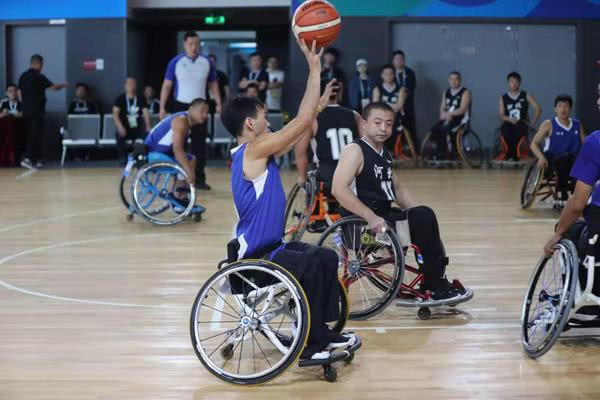 """""""人车合一""""拼抢猛 河南残疾人轮椅篮球男子组比赛获首场胜利"""