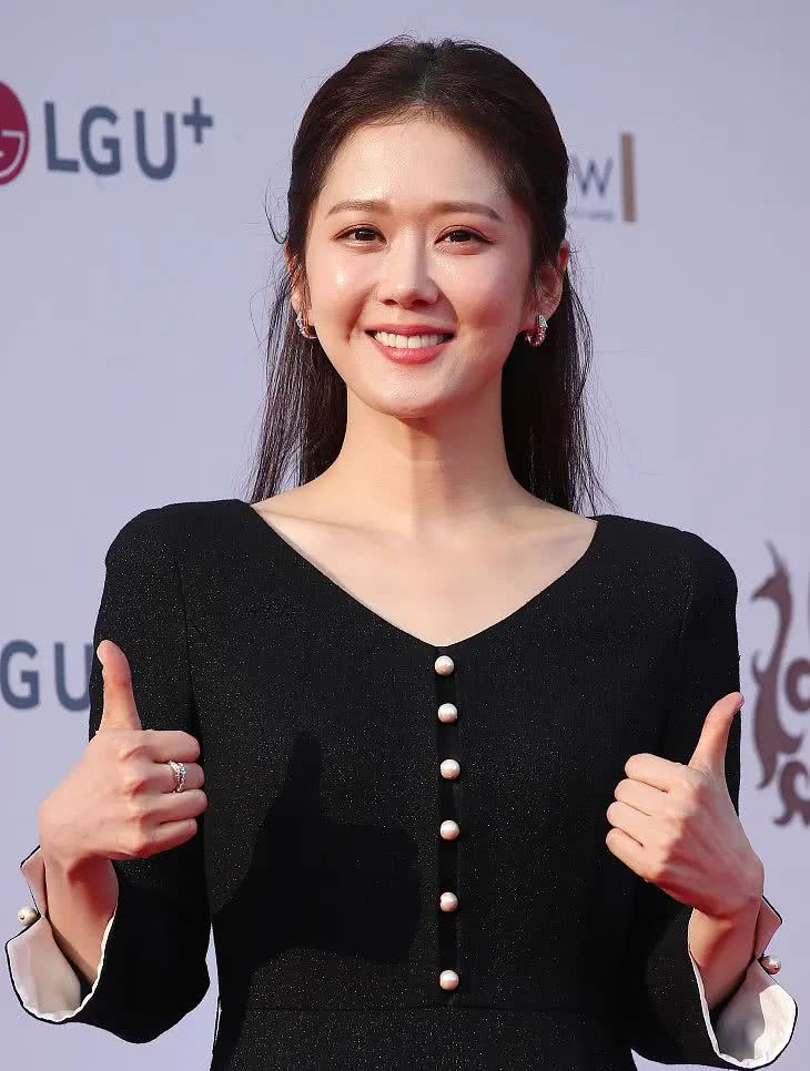 <b>张娜拉近照身材圆润,腰胖了一圈,像赵丽颖却没她的气质!</b>