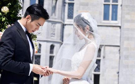<b>张诺昀婚后迎首个生日,爱妻唐艺昕庆生,画面超级幸福尽显爱意</b>