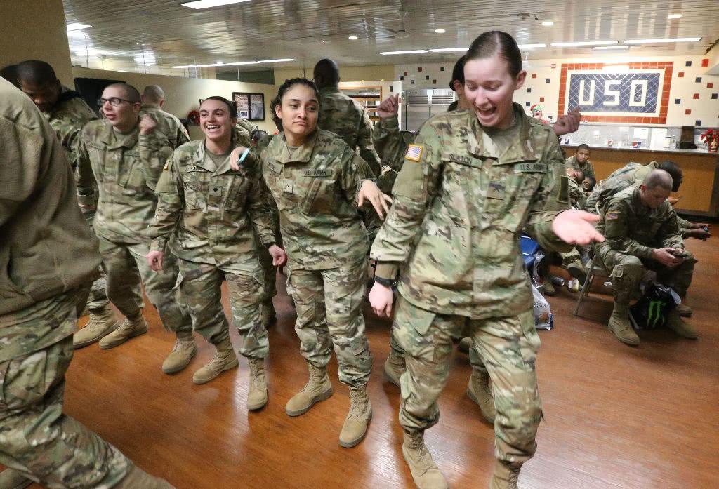 印度男子闯入阿富汗美军军营,对美国女兵那啥,已被押往美国审判