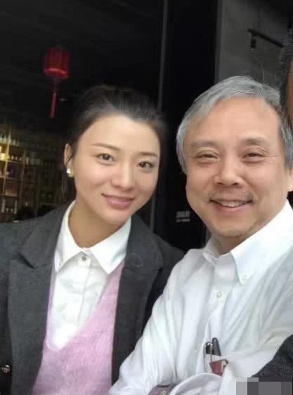 60岁名导曾被传潜规则郑爽如今娶小30岁女星,又宣布小女儿出生