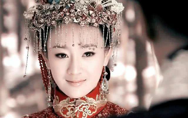 姑侄两人宠冠六宫,皇帝说:皇后废掉吧,结果皇后怀孕被赶出宫