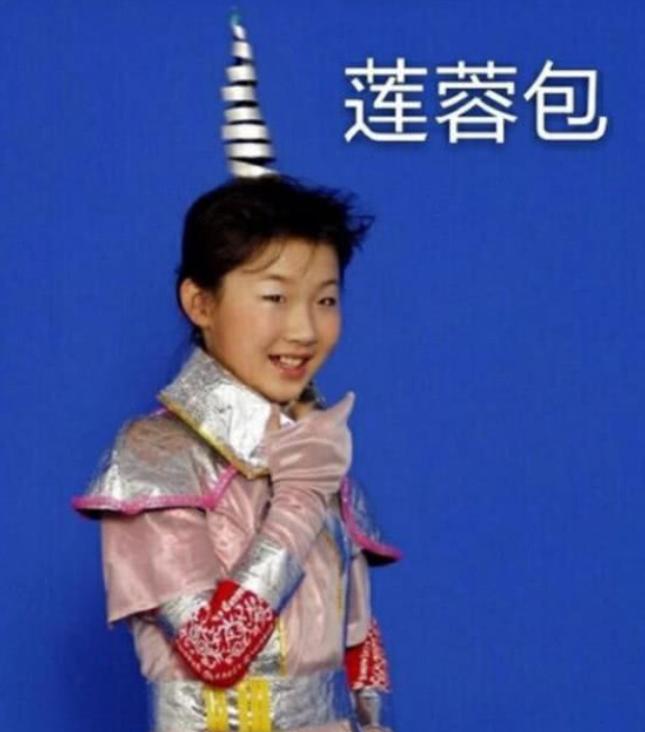 《快乐星球》莲蓉包国庆出游,肤白貌美太养眼,3岁女儿萌化人心