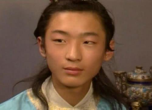 贾宝玉的亲弟弟贾环,为何却总跟老实怯懦的贾迎春玩到一块?