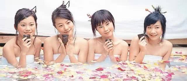 香港人气女歌手与前组合成员十几年不相往来 如今疑迎来世纪破冰