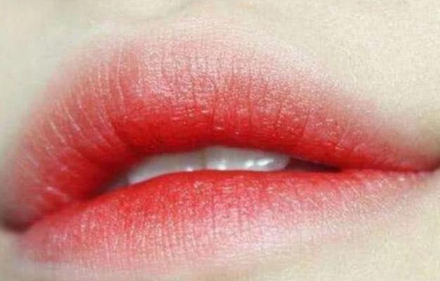 <b>心理测试:你觉得哪个嘴唇是男生?测2020年会有多少人追你!</b>