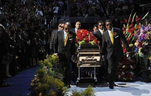 """活着开过2次追悼会,67岁含冤离世,""""80岁""""时,又开第三次追悼会"""