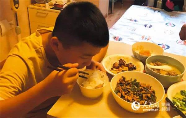 <b>为捐骨髓救父,湖南11岁男孩增重20斤</b>