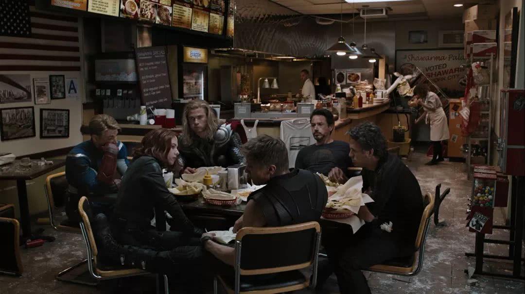 """《复联4》删减剧情曝光!复仇者集结场景原本是""""披萨派对"""""""