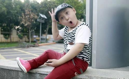 <b>他4岁成名成为父母的摇钱树,患上白血病也依旧工作,享年仅9岁</b>
