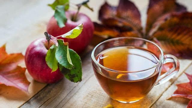 每天吃苹果喝茶水有益健康,对重度饮酒者和吸烟者有特别保护作用