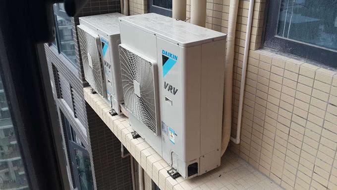 3万块买的大金中央空调异响严重,直到厂家上门才知买了假货……