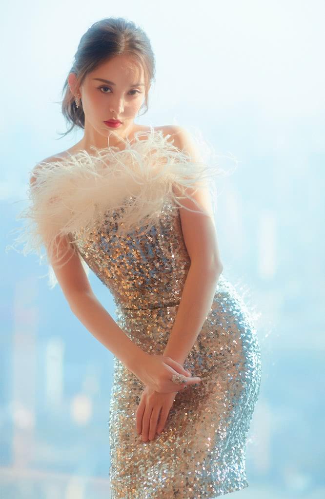 """104斤的娜扎想证明自己不胖,挑战""""玻璃渣裙"""",效果太意外!"""