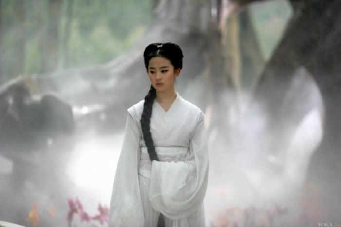 作为古墓派同门姐妹,小龙女对战李莫愁,谁更厉害?金庸给出答案