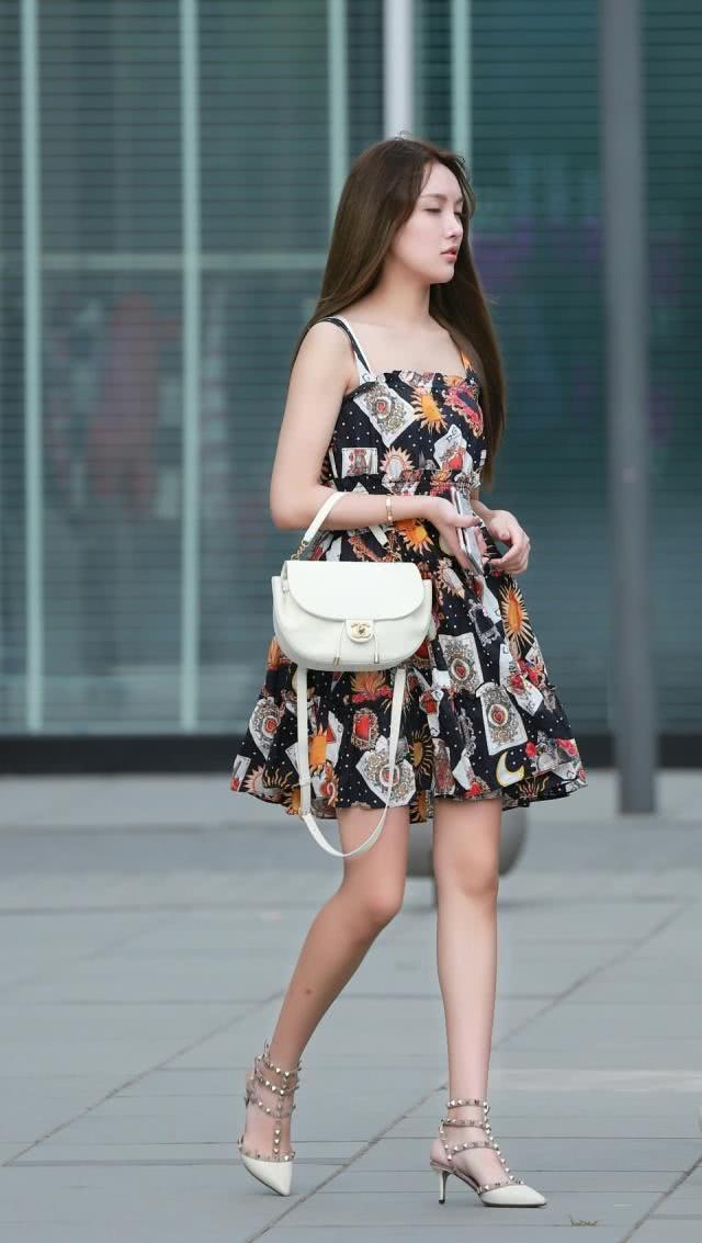 连衣裙轻盈大方又不失美感,搭配尽显清新唯美的女人味