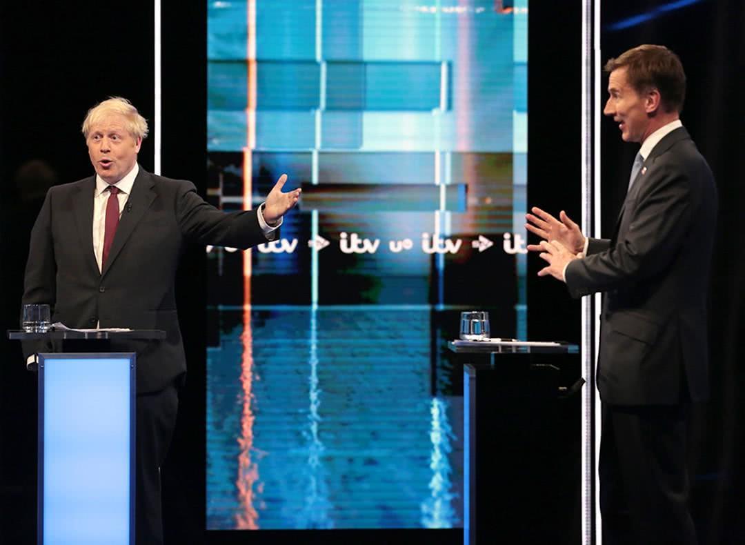 """图集:鲍里斯·约翰逊出任英国首相,""""活表情包""""再度上线"""