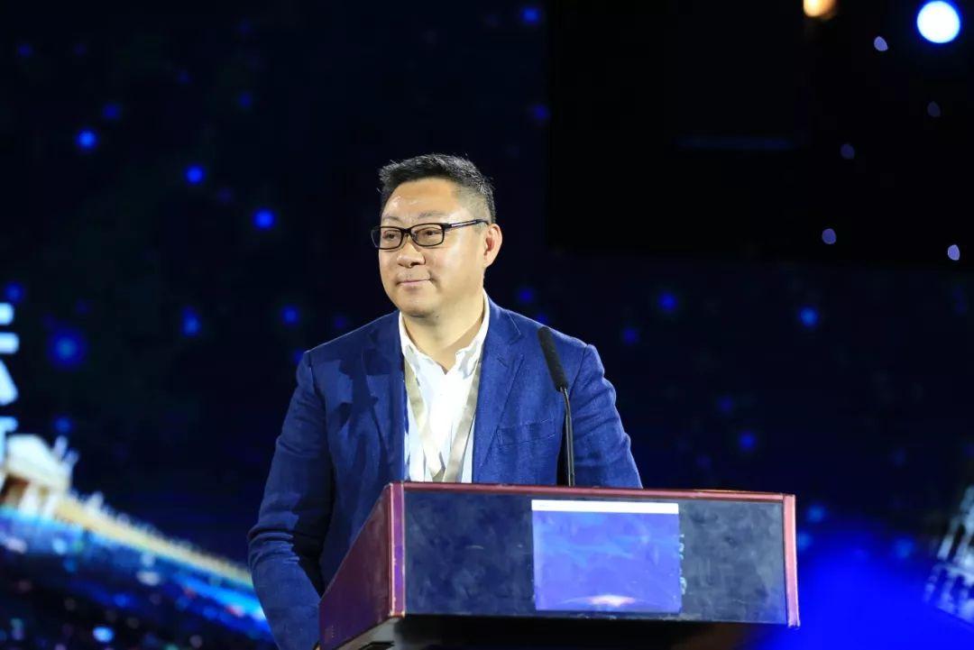 """著名学者吴伯凡对话新东方CEO周成刚:""""打造出来的"""