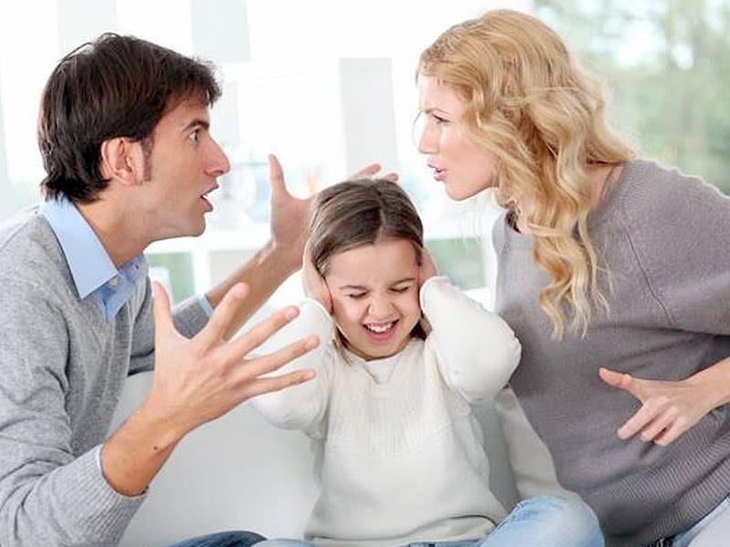怎样避免伤害孩子自尊心?作为父母要从这5方面,纠正自己的言行