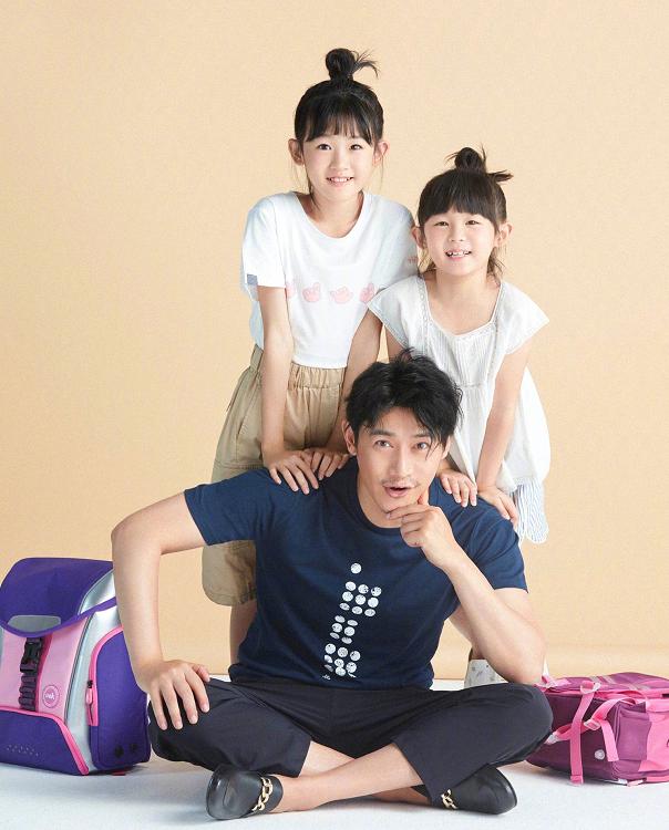 陆毅两女儿近照太撩人,坐房车上大长腿抢镜,颜值一个比一个高!