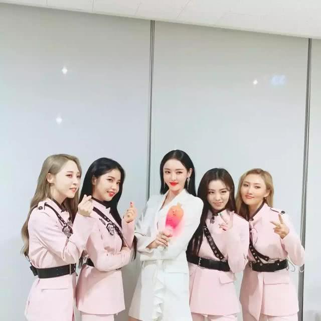 "AOA雪炫""人气高男团的特权""引发韩网友论战,节目组终获胜?"