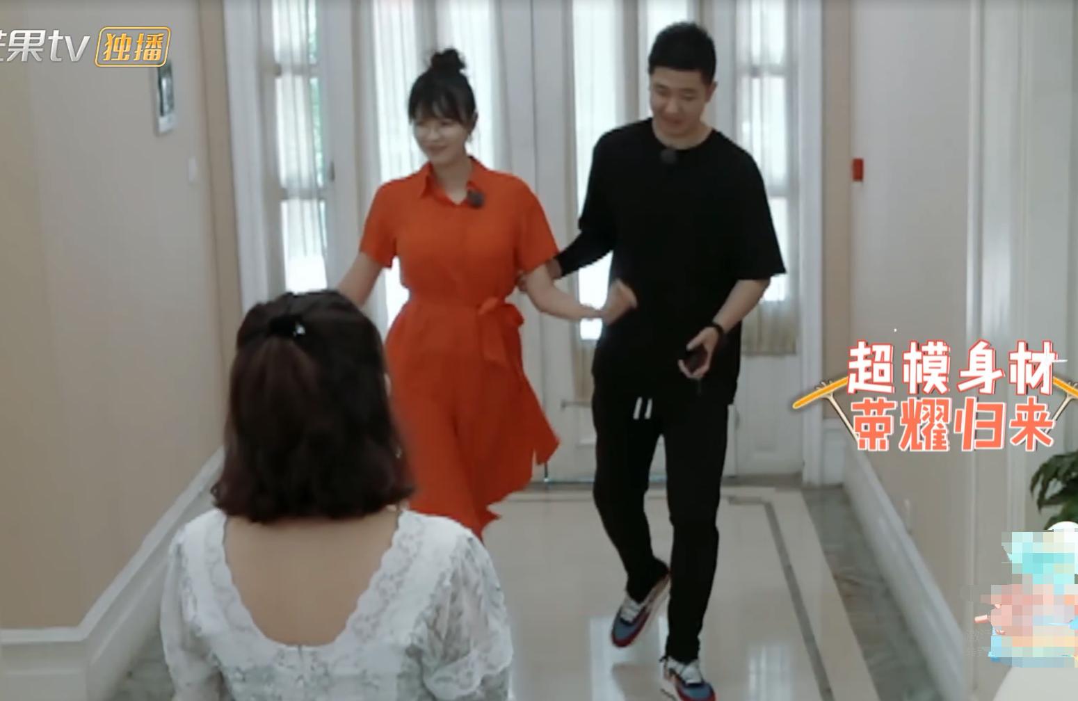 40岁李艾产后再次回归节目,超模身材完美亮相,网友要抓狂了!