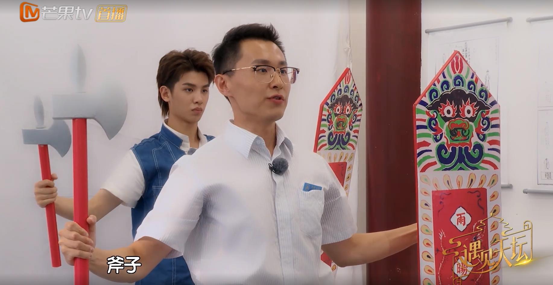 黄明昊舞蹈动作出错被批评,谁注意他小声嘟囔的2字?粉丝心疼了