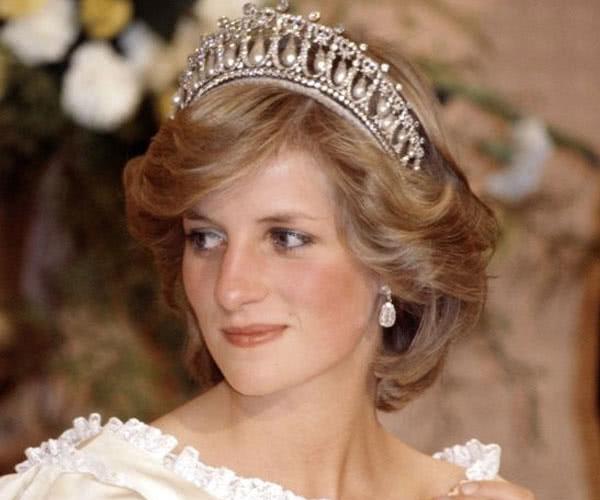 2019对英国女王来说是灾难性的一年,梅根、安德鲁王子都添乱