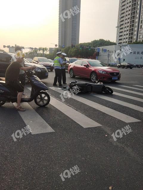 十次车祸九次在转弯!花语江南斜对面转角撞车