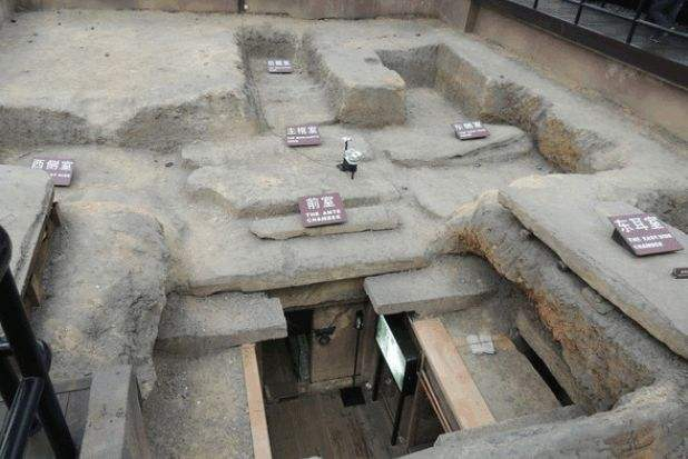 工人修路修到一半,无意掘出古墓,却发现:墓中所葬的不是人