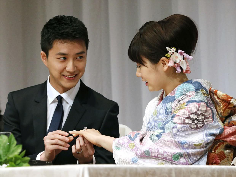 江宏杰福原爱意外带火大姑子,39岁冻龄美颜轰动日本,正式出道