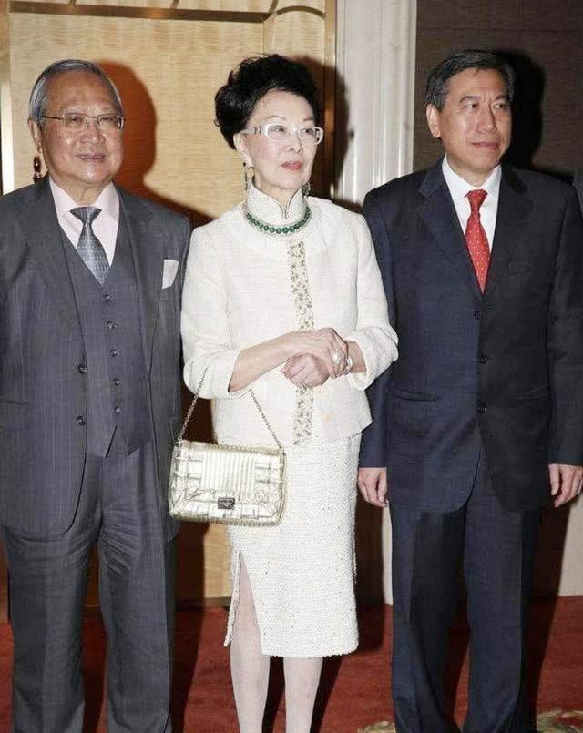 94岁利孝和夫人与子女共同庆祝生日,精神奕奕破除病危传闻