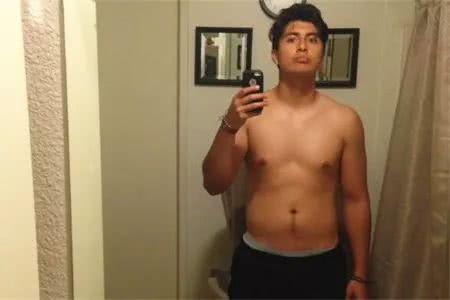 小伙为了变强壮尝试健身,健身1年后,被吐槽:1年才练成这样?