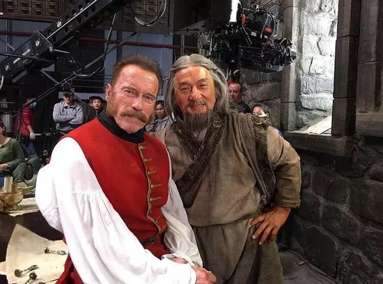魔法师、彼得大帝、成龙VS施瓦辛格,这部《龙牌之谜》开挂了…