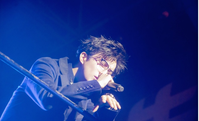他曾是乐坛当红歌手,还跟刘欢同为音乐教授,结果现在落魄到跑商演