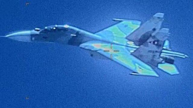 飞行员奉命撞击美军掉头就跑,委军发警告,这里不是美国后院