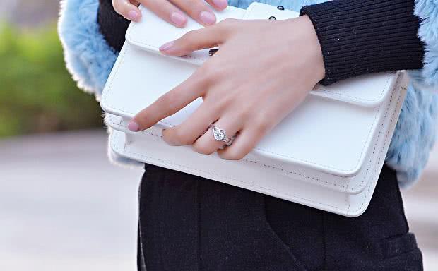 一眼就能让你爱不释手,真正的求婚钻戒其实应该是什么样的?