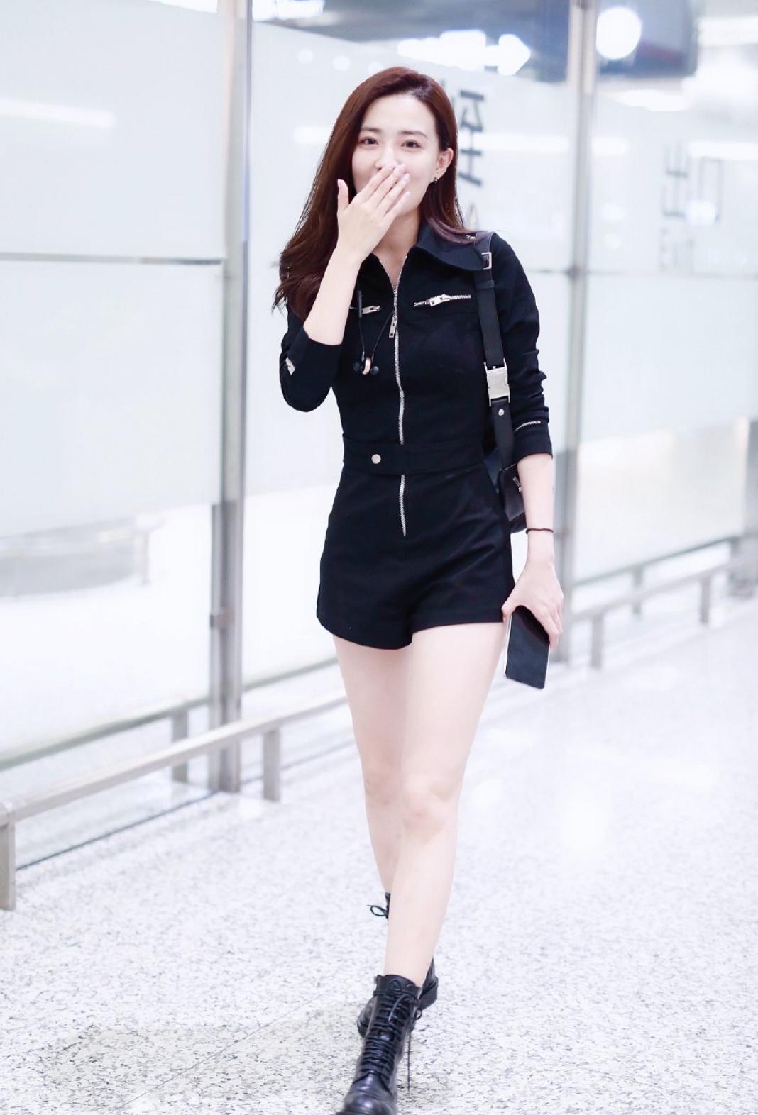 徐璐机场未P照流出,好似上帝放弃了她的脸,网友:咋是方的?