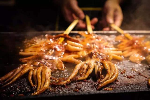 """隔街就能闻到香味的""""4种""""小吃,鱿鱼上榜,最后一种从小吃到大"""