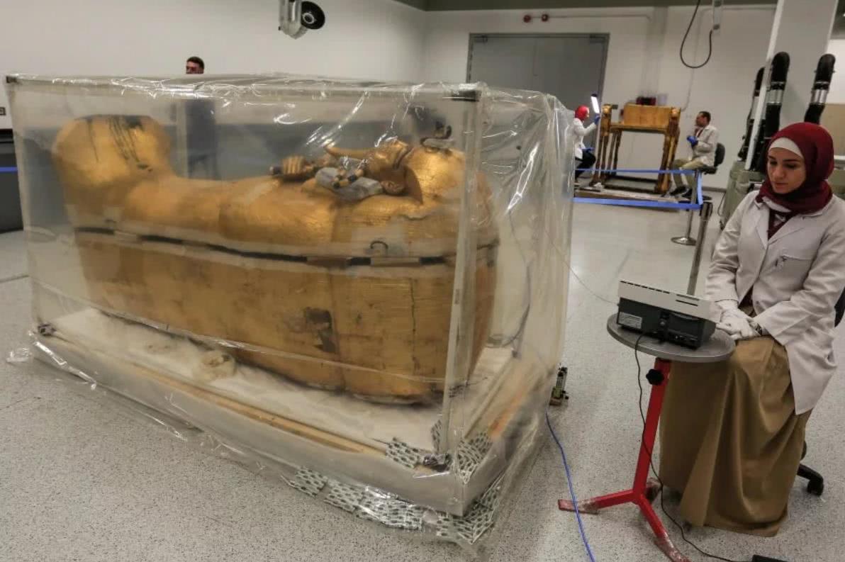 """法老金色石棺100年来首次移出古墓以外,引起""""诅咒""""担忧"""