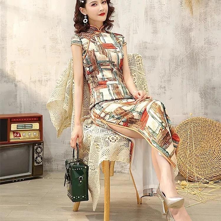 夏天穿出气质美,绸缎端庄旗袍魅力无限!