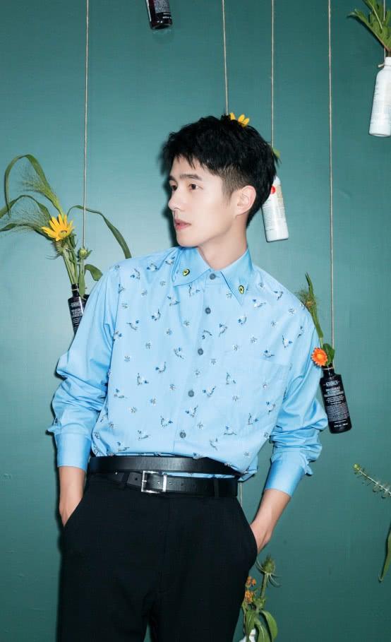 衬衫还是搭配西裤最帅气,看到刘昊然穿出的效果,我心动了!