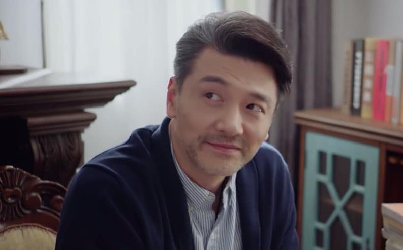 佟爸说郑辉挺无聊其实已经相当客气了,他看透的可不止这一点