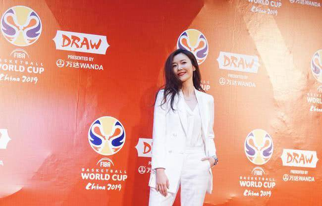 热爱体育的美女主播,主持世界杯节目成名,如今33岁却还是单身