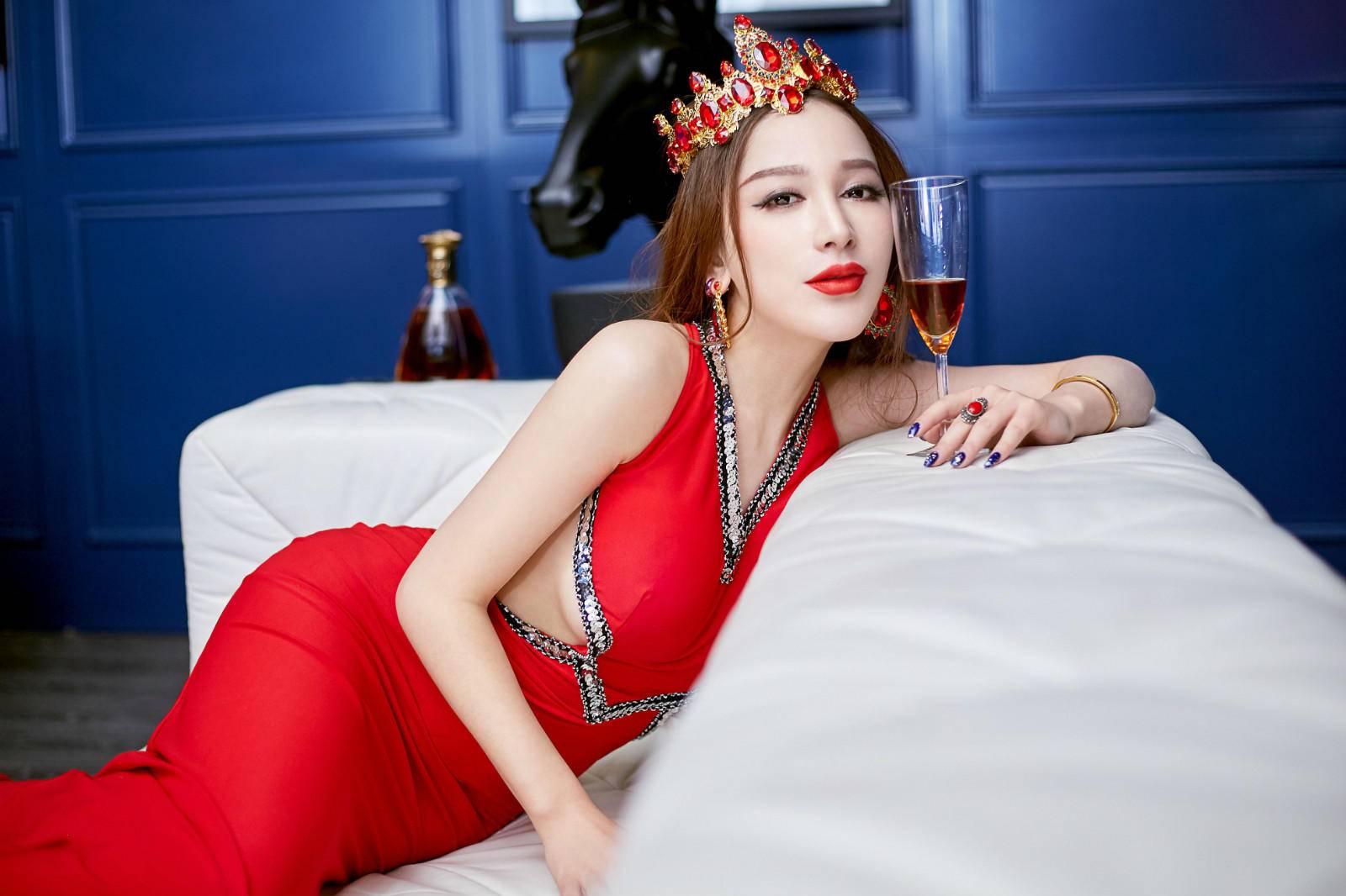 <b>她被称为宅男女神,颜值不输杨颖却不红,如今26岁很美却单身?</b>