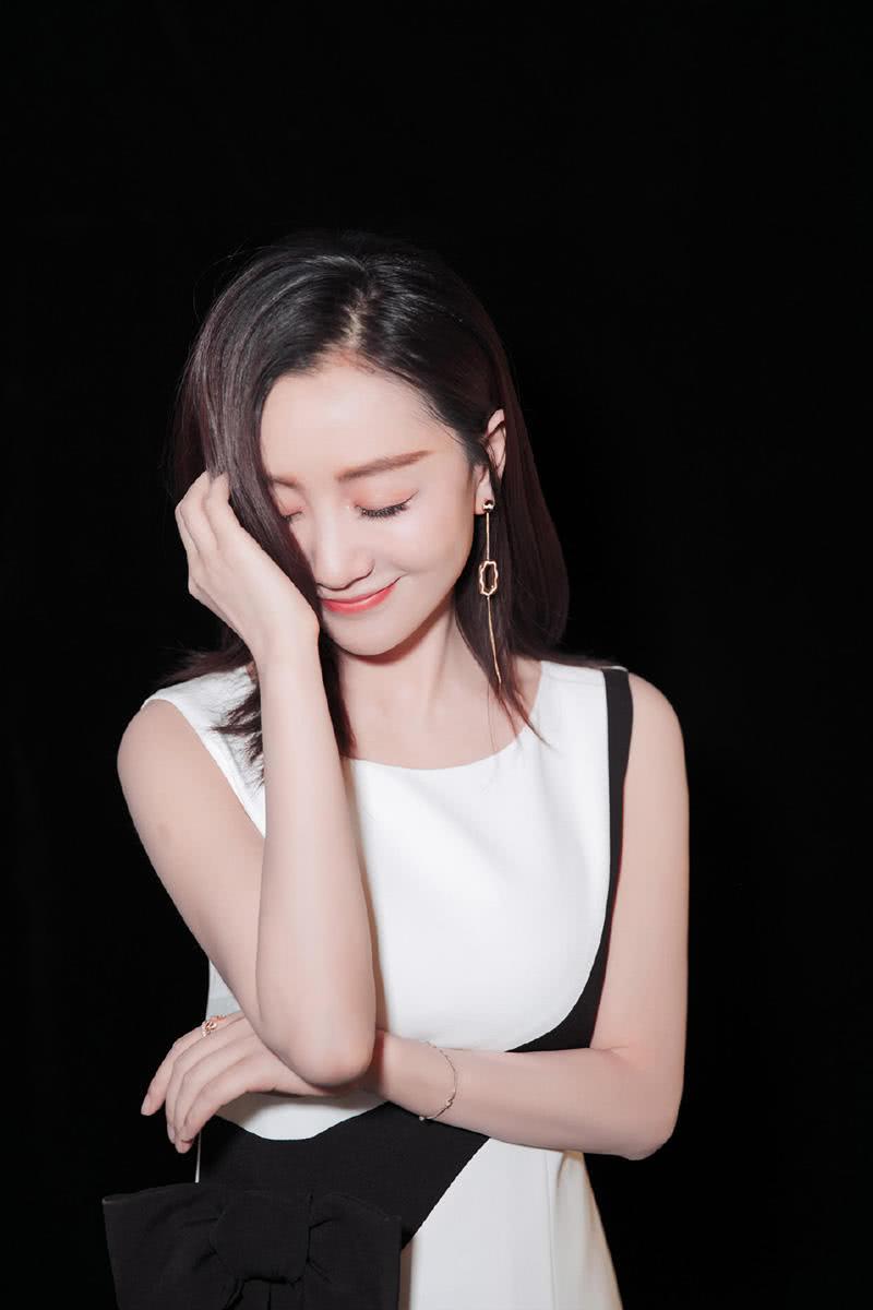 """有种""""惊艳""""叫杨蓉穿旗袍,化身为古典美人,网友:美出新高度"""