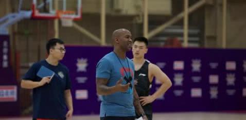 CBA第一人!马布里特训全队球员基本功,这才是男篮需要的教练