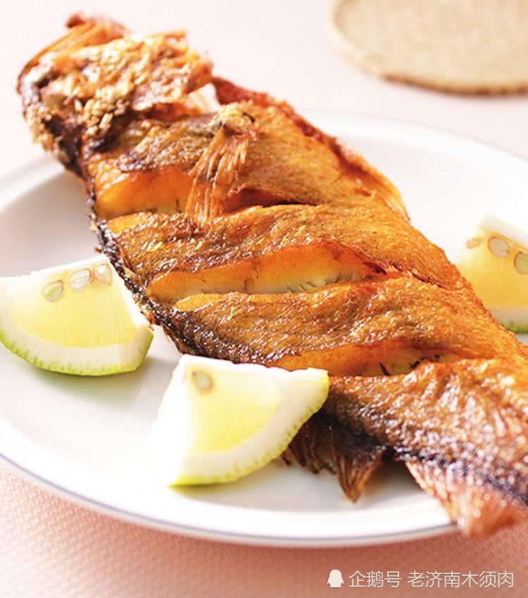 <b>清蒸鱼吃腻了,大厨教换种做法,清香鲜嫩风味独特让家人吃得停不下来</b>